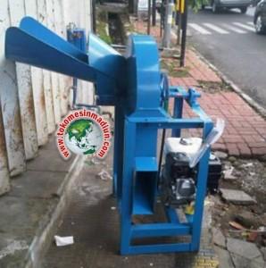 mesin perajang atau pencacah rumput