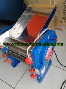 mesin penipis adonan dan mesin cetak mie murah
