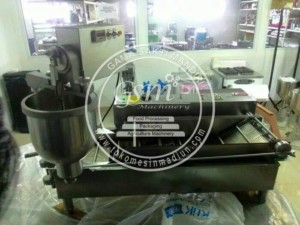 Mesin Pencetak Donat Otomatis